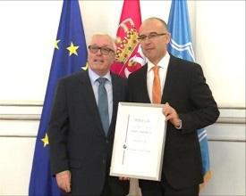 Milošu Vučeviću povelja počasnog senatora Senata privrede Srbije