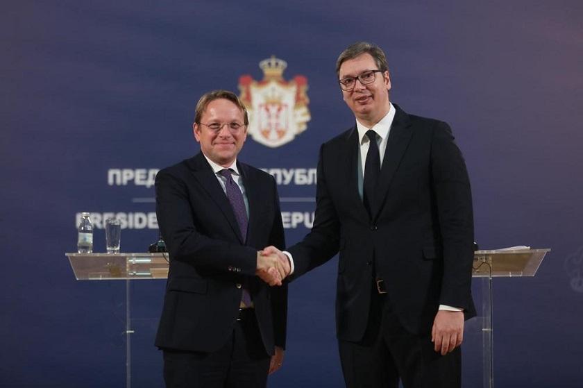 Vučić s Varheijem o pomoći EU Srbiji